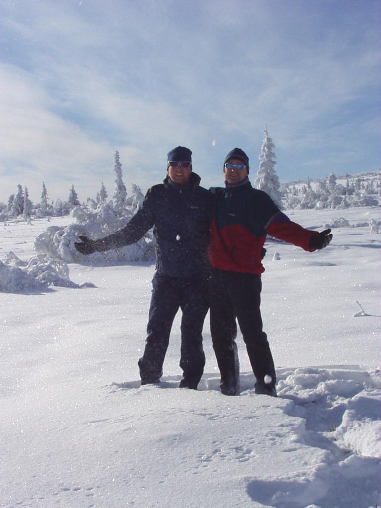 Klas och Jonas på snöskor i Sälenfjällen i samband med en av våra återkommande grabbhelger.